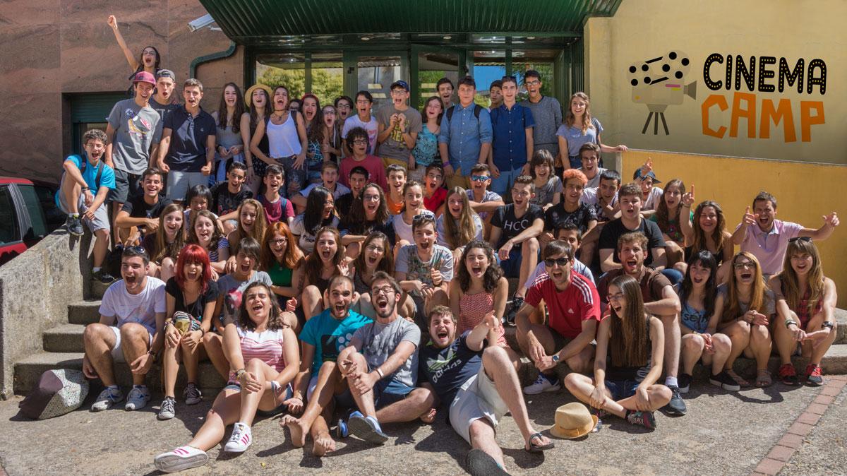 Grupo de campamento de cine